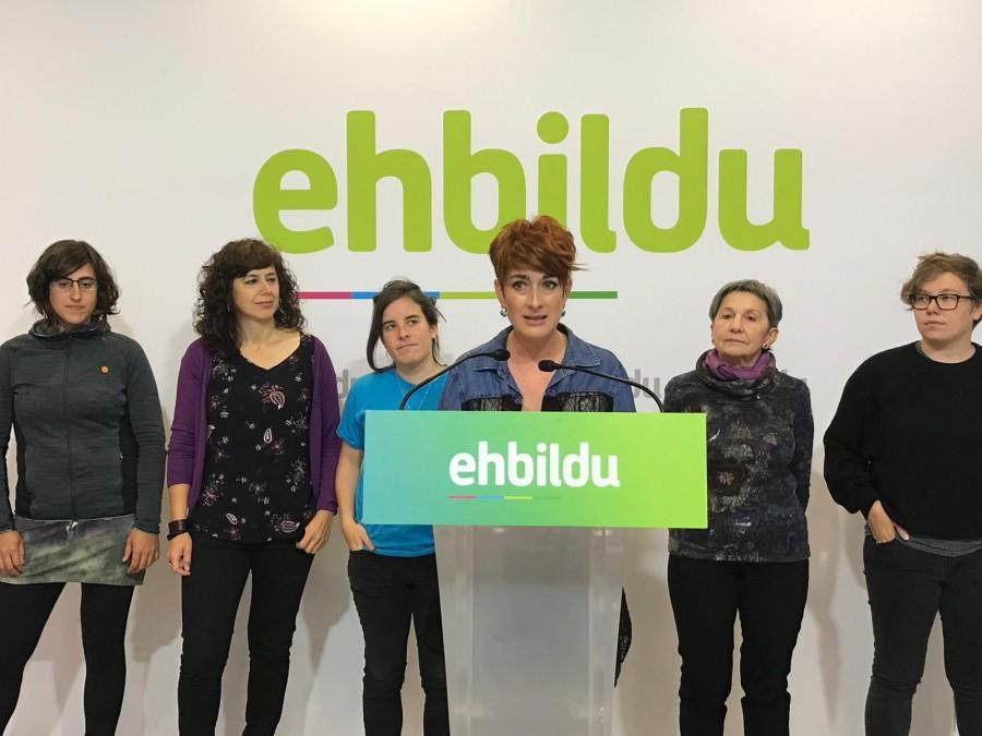 """Bakartxo Ruiz: """"Berdintasun politika soiletatik politika feministetara pasa behar dugu"""""""